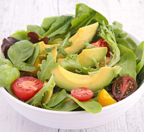 zayiflamaya-yardimci-avokado-salatasi