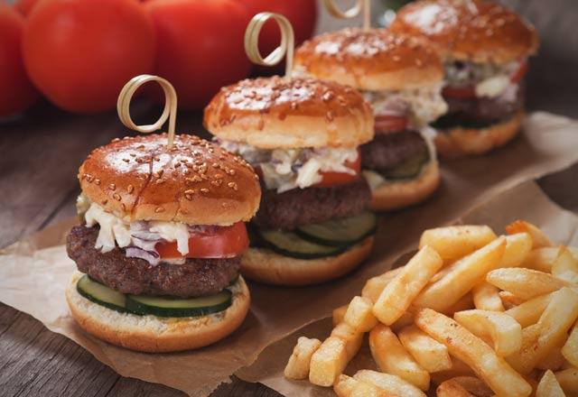 yilbasi-icin-nefis-atistirmalik-mini-hamburger
