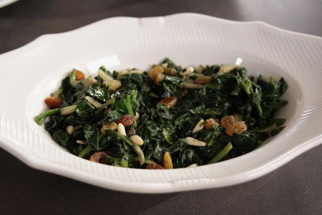 kuru-üzümlü-ıspanak-salatası-632x421