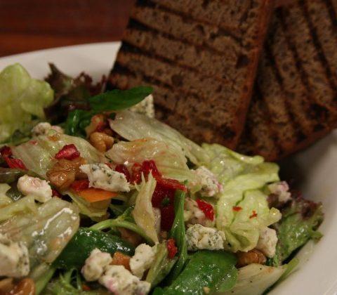 pratik-keçi-peynirli-salata-632x420