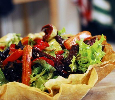 yufkali-canak-icinde-sebzeli-salata-632x420